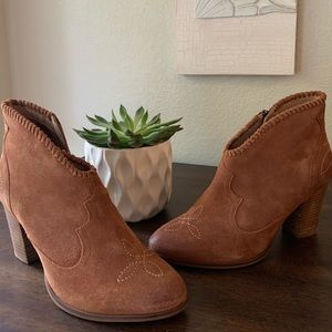 Ariat leather shot boots. Great material.